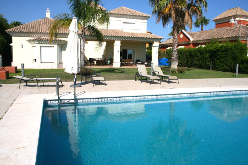 Fantastic villa right on the entrance of the Santa Clara Golf Club. Is a Detached villa with large p,Spain