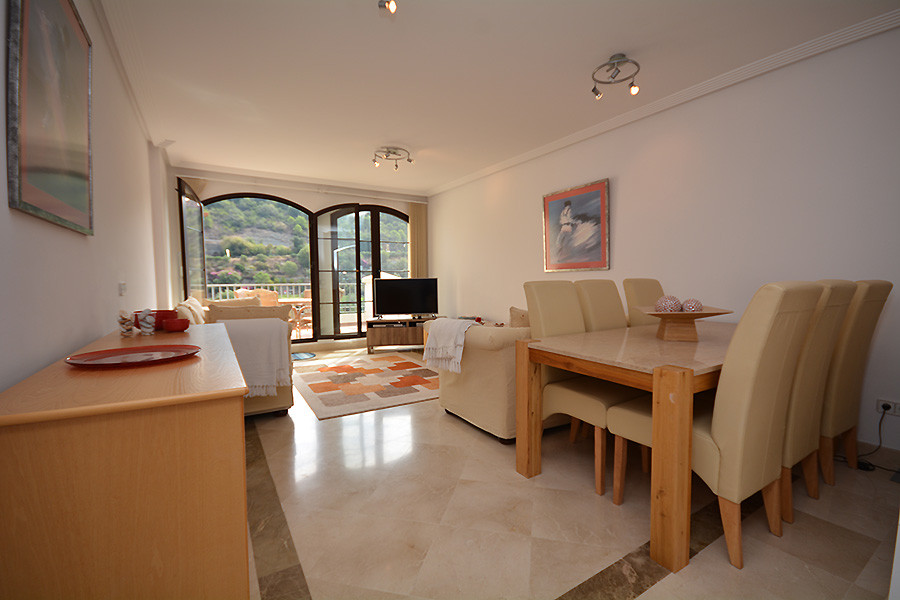 A truly elegant 3  bedroom apartment which has been carefully maintained by the current owners. A li, Spain
