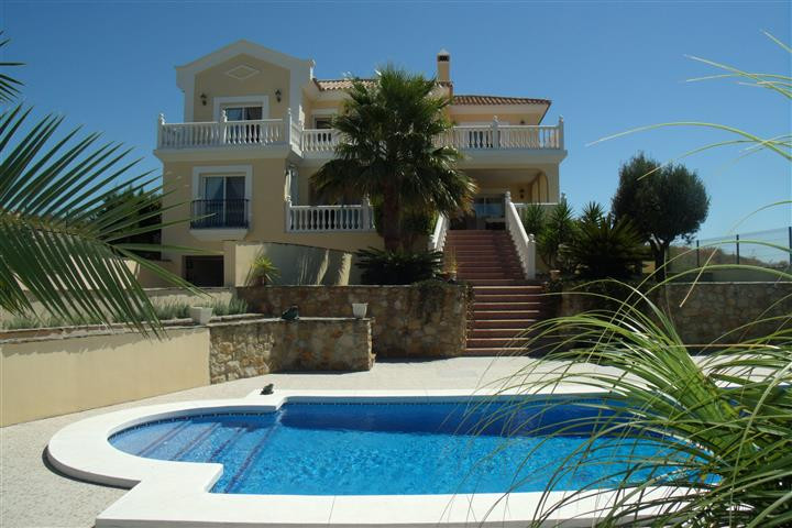 Located between the Beach and Finca Cortesin Resort. Lovely Villa offering superb sea views in the M,Spain
