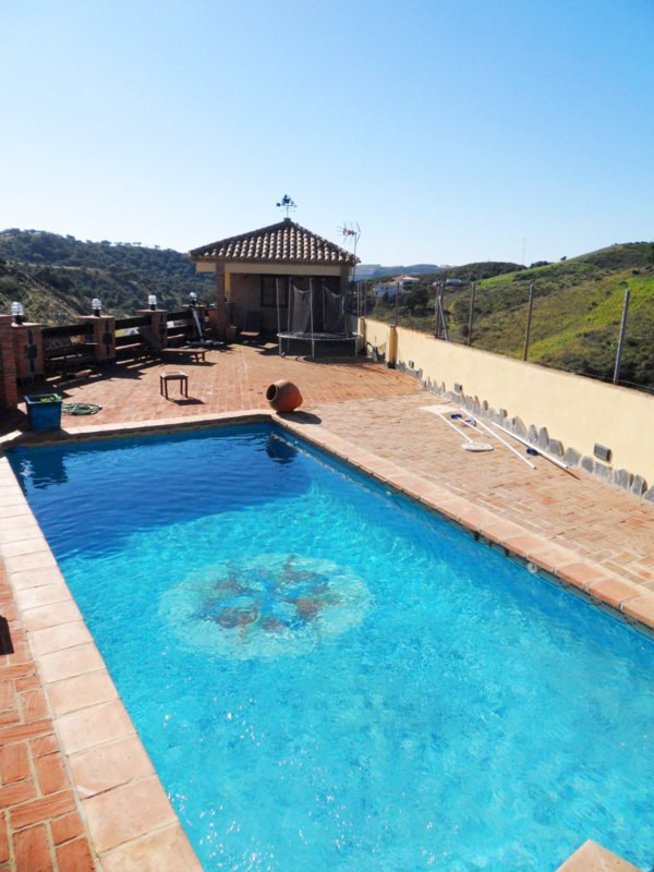 A knockout property for an amazing price within 2km of the coastal town of La Cala de Mijas.  This h,Spain