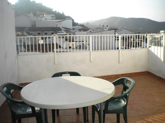 In the center of the charming village of Monda is located this penthouse  with one bedroom en-suite , Spain
