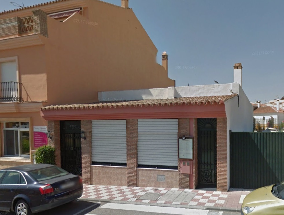Commercial premises of 180 m2 with basement of the same dimensions with the possibility of building , Spain