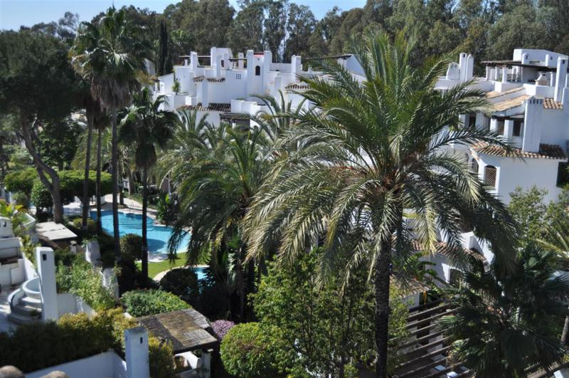 Lovely and sunny penthouse in Elviria! located close to the fabulous 5 star luxury Hotel and Beach c,Spain