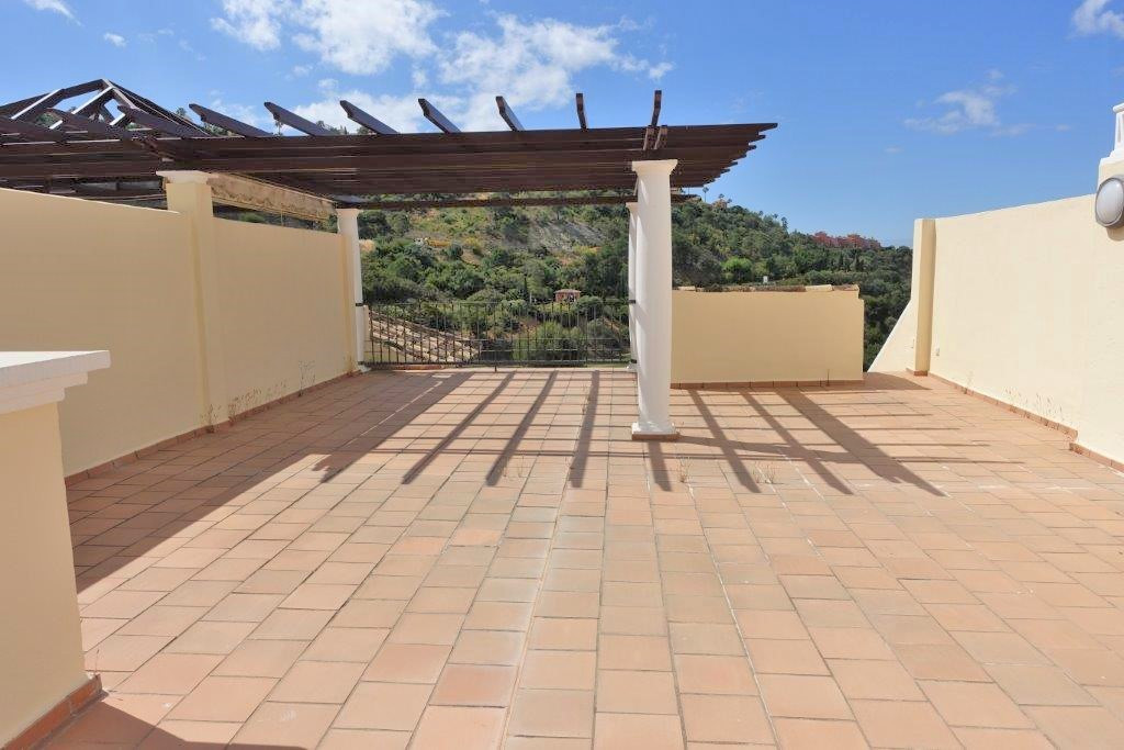 Los Arqueros - a fantastic 2 bedroom penthouse with a huge roof terrace with panoramic views to the ,Spain