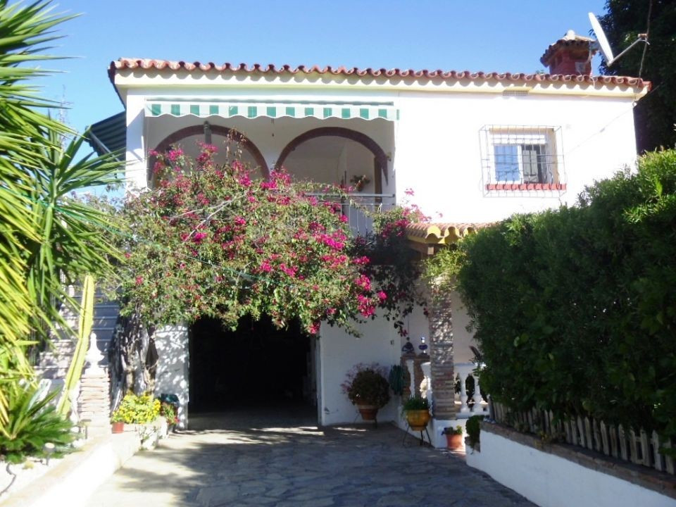 Located on the edge of a traditional Spanish hamlet that has daily deliveries of bread groceries etc, Spain