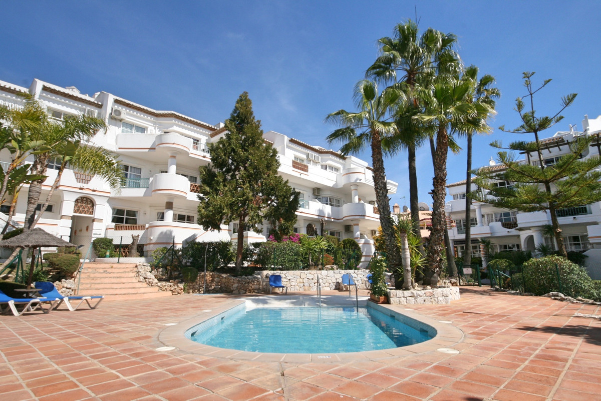 A superb front line golf urbanisation with communal pools, gardens, pool bar plus indoor heated pool,Spain