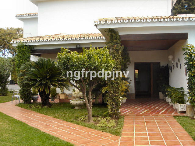 It is a 5 bedrooms 2 bathrooms villa on 800m2 plot. It has 2 levels and there is a private pool in t,Spain
