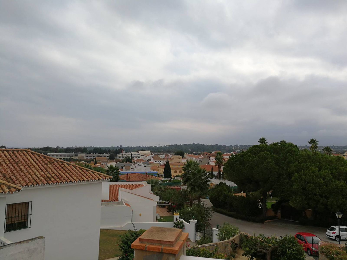 Wonderful Chalet in Guadiaro new town. It consists of 3 bedrooms, 2 bathrooms, 2 terraces very large, Spain