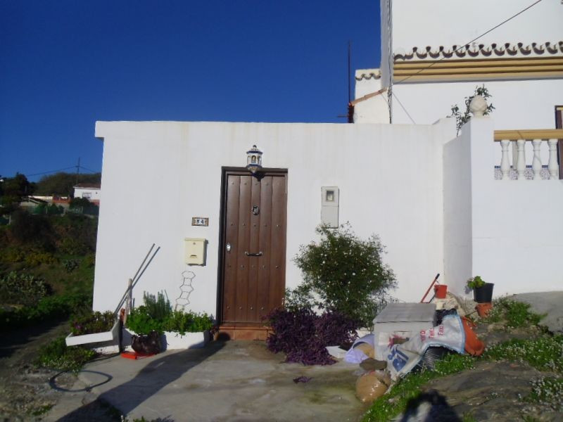 This cottage has a living room, kitchen/diner, bedroom, bathroom plus another room which could be us,Spain