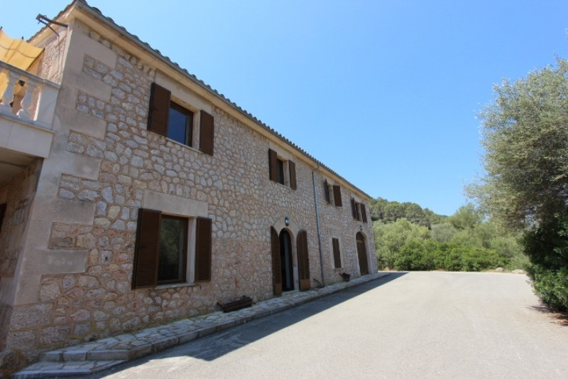 Magnificent finca located near Esporles and 7 minutes from Palma de Mallorca and it has 246.114m2 of,Spain
