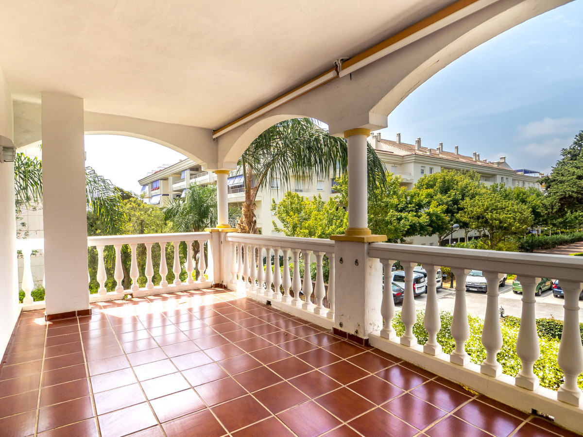 Bright and airy 2 bed, 2 bath corner apartment with a fantastic southwest facing terrace on the famo, Spain