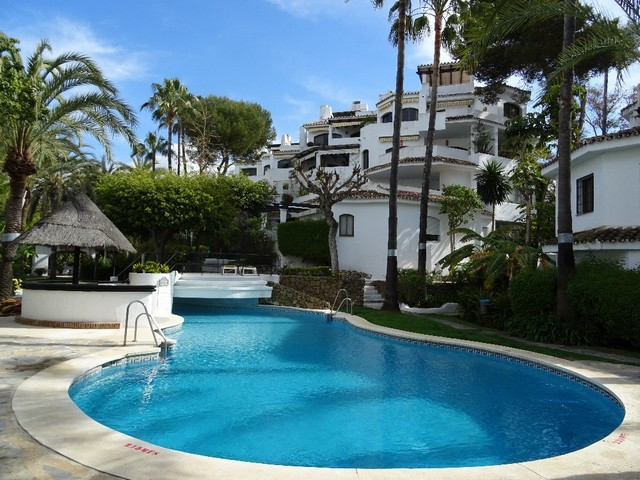 Apartment situated in the beachside of Elviria, very close to the beach. 1st. floor. Very quite area,Spain