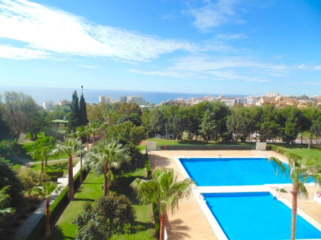 Lovely light and airy 1 bedroom apartment in the ever popular Hercules block, Benalmadena. The apart,Spain