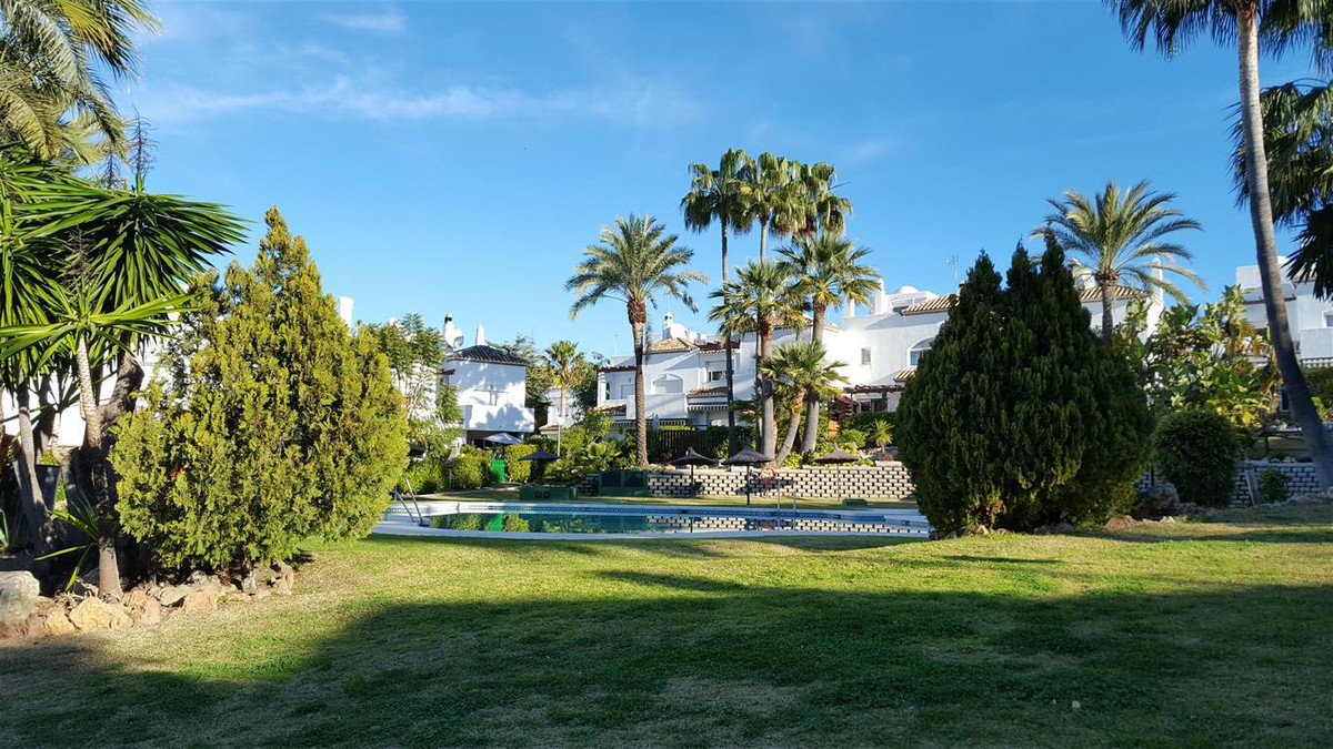 Well positioned town house in a gated community 5 minutes from Laguna village restaurants, shops and,Spain