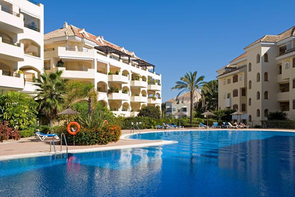 Beautiful 3 bedroom apartment in Elviria. With swimming pool, large communal gardens, close to all aSpain