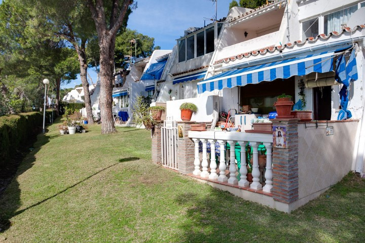 One Bedroom ground floor apartment situated very close to Playa del Cristo and the port of Estepona.Spain