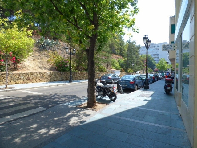 Local premise situated  nearby the main Marbella´s avenue, Ricardo Soriano, divided in two levels. I, Spain