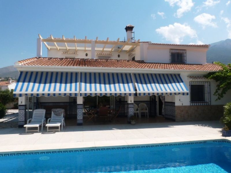 REDUCED IN PRICE  This beautiful and spacious 2 storey villa is located in the village of Venta Baja,Spain