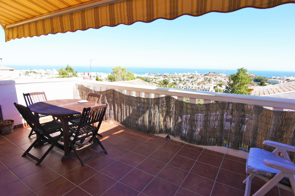Spacious south facing 4 bed townhouse with unobstructed sea views!   Located in a peaceful residenti, Spain