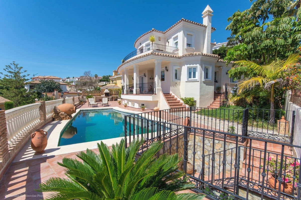 Price reduccion for a quick sale from 879.000€ to 719.000€  Fabulous Villa with sea views in Benalma, Spain