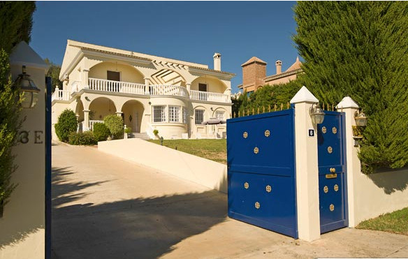 5 bedroom detached villa with heated pool on the most sought after street in Mijas Golf! This beauti, Spain