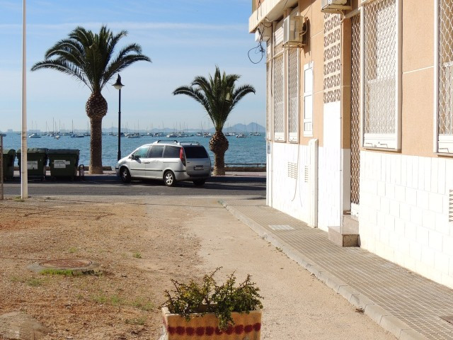 Great property on ground floor located in San Pedro del Pinatar, in front of the beach, just a walk , Spain