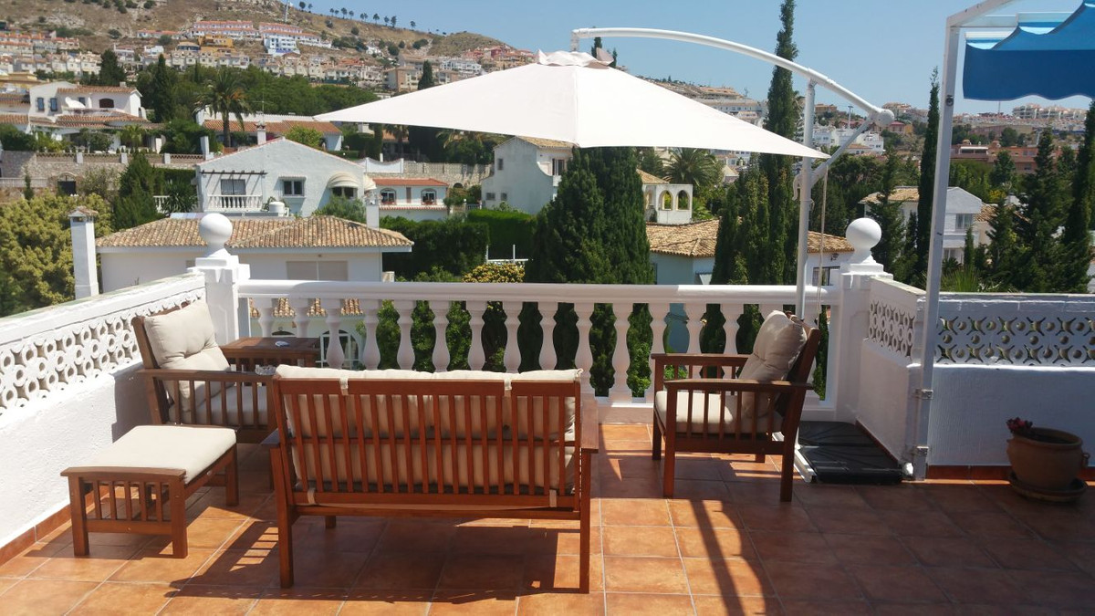 Lovely large family villa situated in a residential area of Benalmadena. Large basement of 40m2 with, Spain
