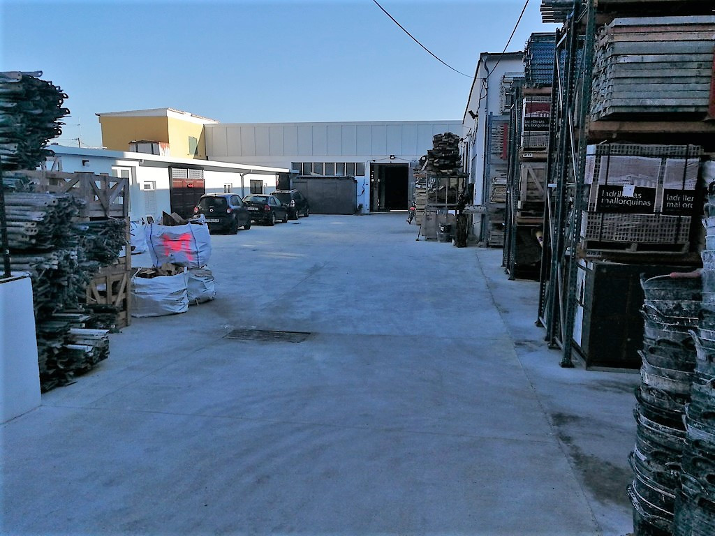 PALMA ZONE CALLE ARAGON NEAR THE PONT D INCA, industrial warehouse of about 580 m2 with a yard of 12, Spain