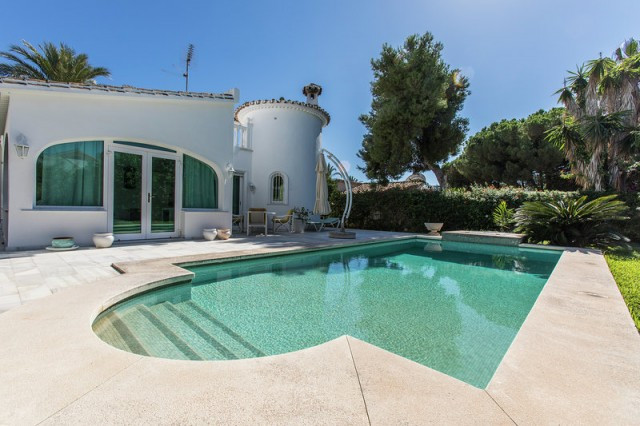 Detached villa with lots of character at only 200 meters to the beach and nearest restaurant. Within, Spain