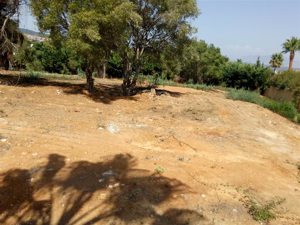 Sotogrande Costa: Excellent building plot for sale. Flat plot and services connected. Private owner ,Spain