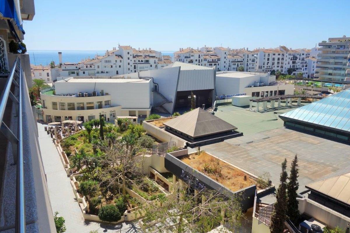 Apartment for sale in Marina Banus - Puerto Banus  A nice apartment for sale in Marina Banus- PuertoSpain