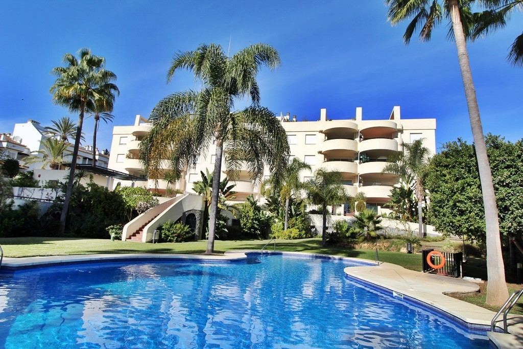 STUNNING 3 BEDROOM APARTMENT LOCATED ON MARBELLAS GOLDEN MILE WTH SEA VIEWS AND WALKING DISTANCE TO ,Spain