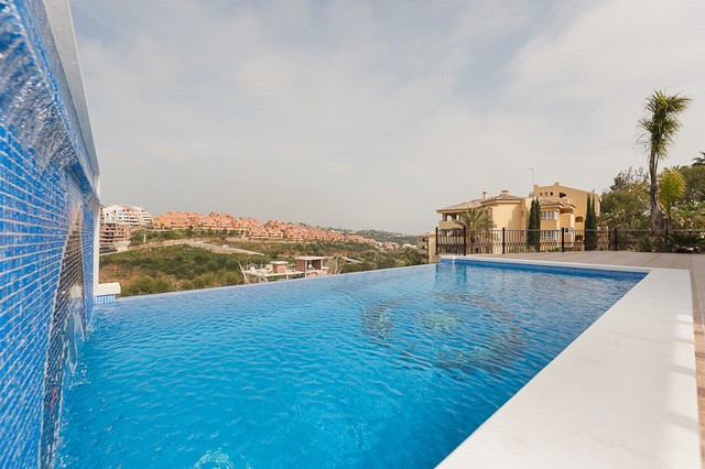 Originally listed for 1,600,000€ and recently reduced to 1,295,000€. An exceptional new villa, built, Spain