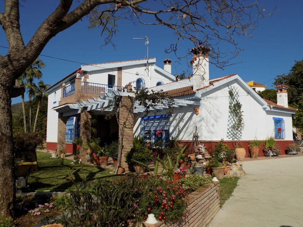 This villa is beautifully presented and the 4850m2 of gardens and terraces are well maintained. Far , Spain