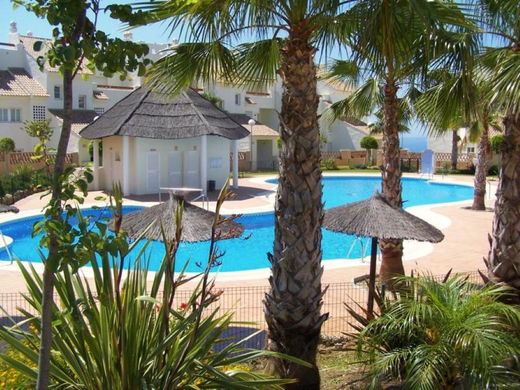 This lovely 2nd floor apartment is located in a very popular complex between Benalmadena Pueblo and ,Spain