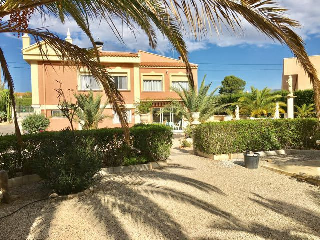 Character villa with 5 bedrooms in a residential area of ??Busot.  A large driveway with automatic g,Spain