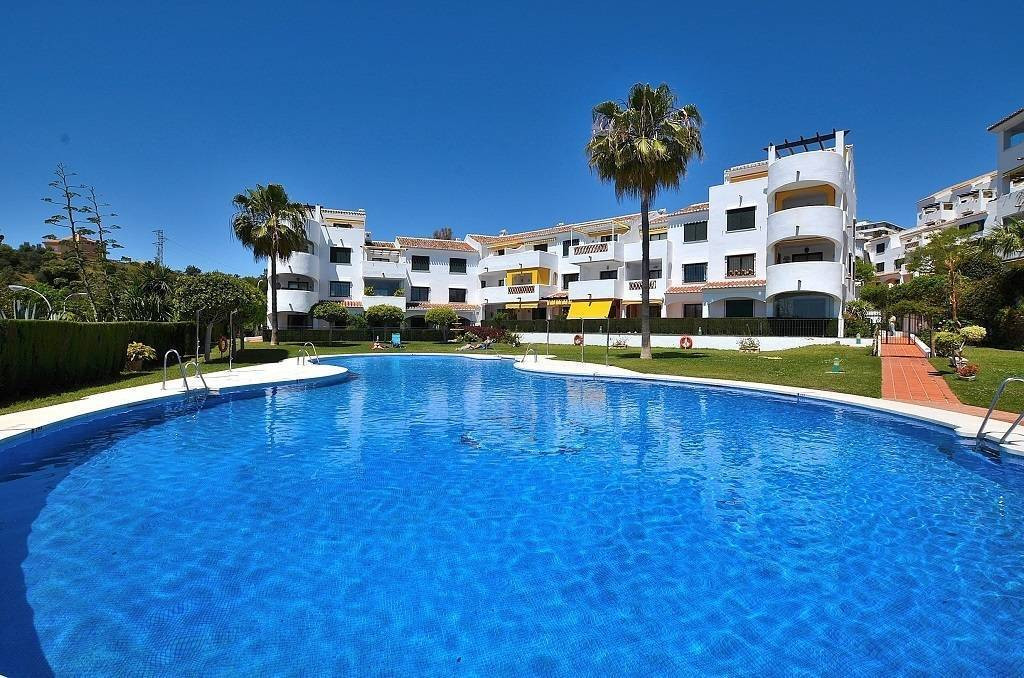 FANTASTIC CORNER APARTMENT WITH LARGE TERRACE located in Benalmadena Costa, in a very valued complex,Spain