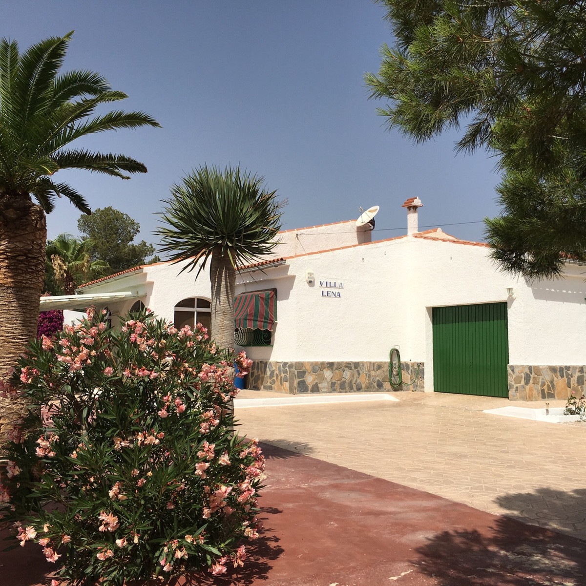 3 bedroom villa with private pool and garden in quiet, residential area, 15 minutes from local beach,Spain