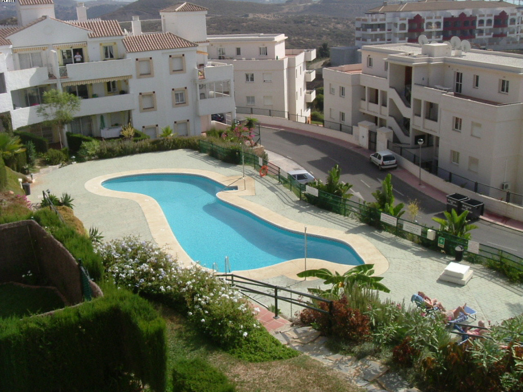 A 2 bedroom/2 bathroom first floor apartment with great views over the communal gardens to the golf ,Spain