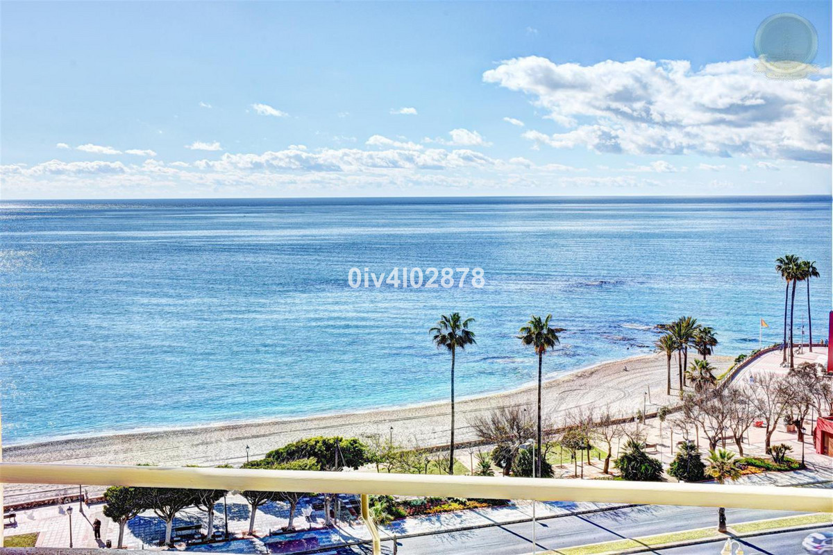 Charming apartment with fabtastic sea views, located in the sought after complex of Benalbeach!  Bea, Spain