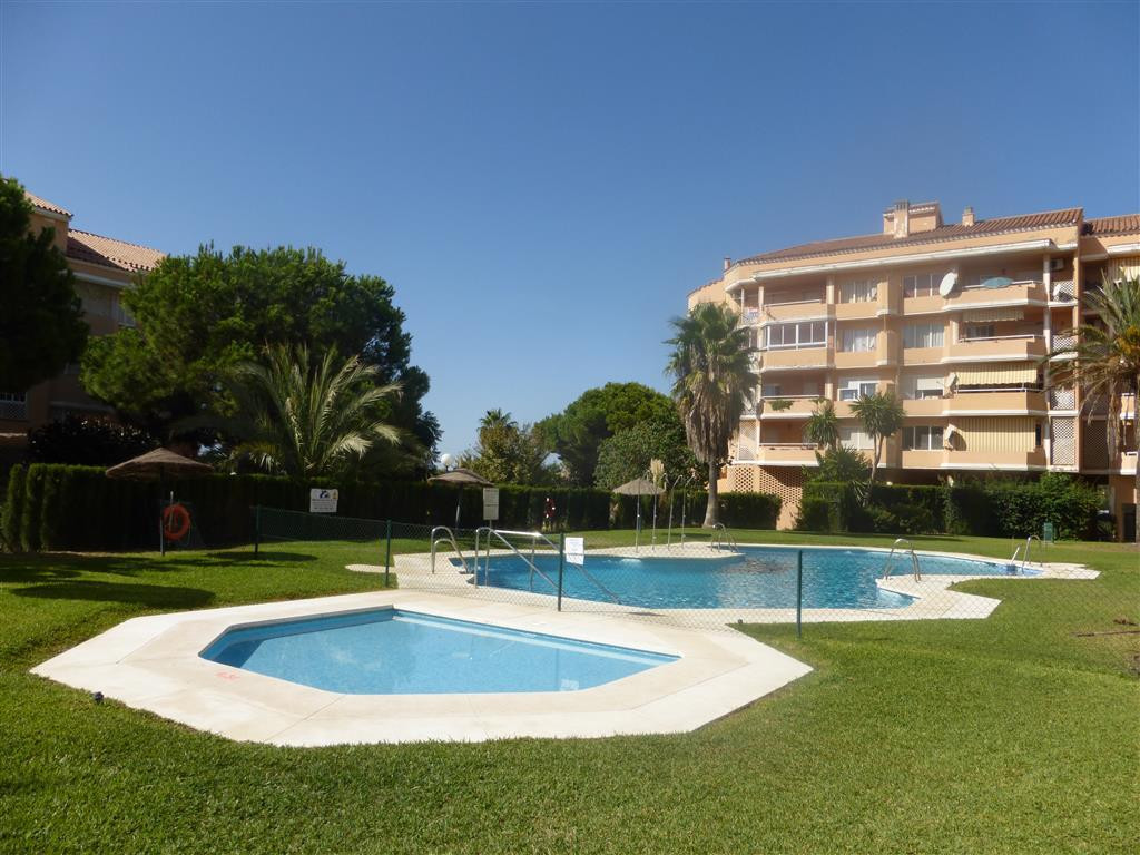 Lovely first floor apartment with panoramic views in the popular central urbanisation of Sun Park si,Spain