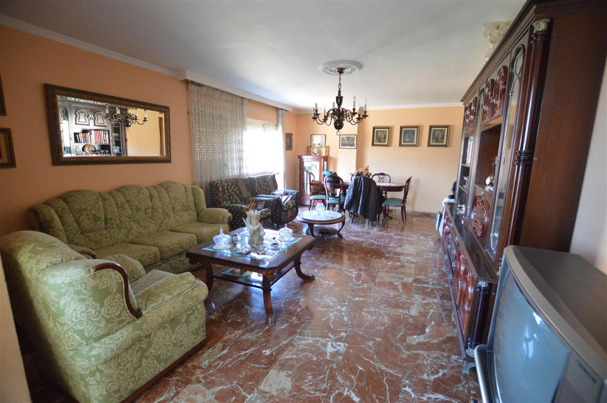 GREAT OPPORTUNITY - In the center of Malaga area Alameda. Spacious apartment of 121 m2, very bright ,Spain