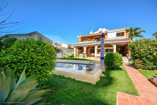Large Villa in El Bajondillo in privileged location walking distance to the beach and next to all am, Spain