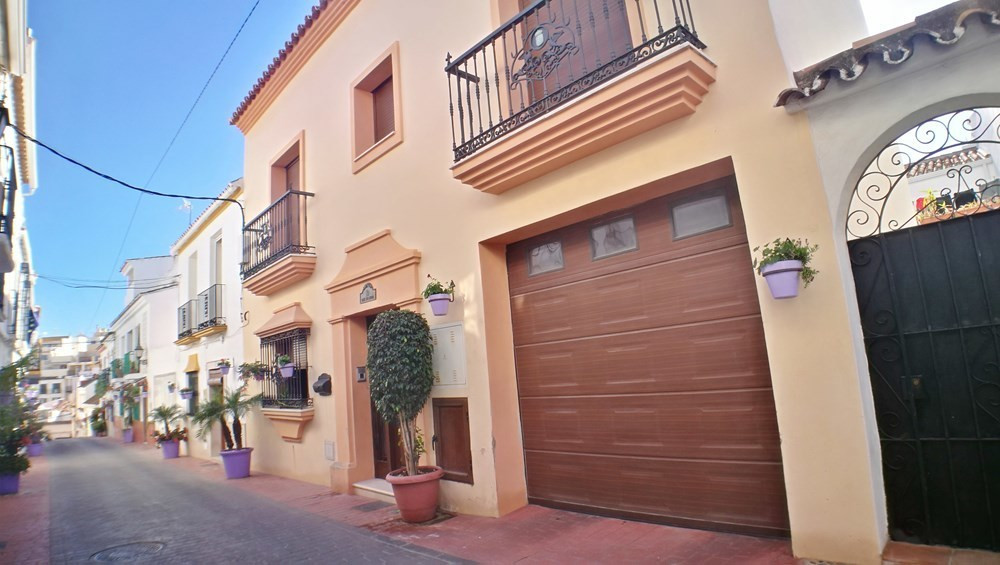 Exclusive listing for sale in the heart of the old town of Estepona, beautiful house located just a , Spain