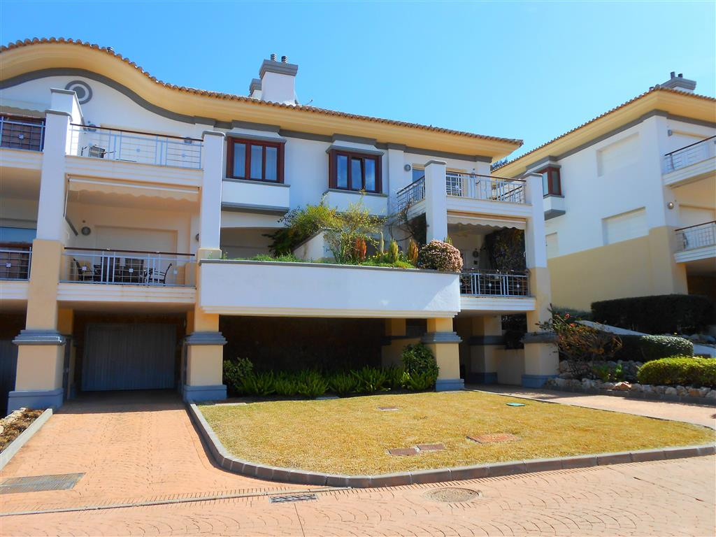 Townhouse, La Cala Golf, Costa del Sol. 4 Bedrooms, 3.5 Bathrooms, Built 299 m².  Setting : Frontlin, Spain