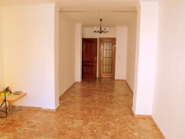 This apartment has 110 squaremeters, large lounge dining room, separate kitchen, bathroom with bath,, Spain