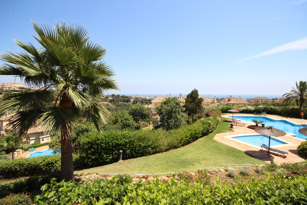 If location means everything, then this apartment has it all. The views over the garden, pool, Elvir,Spain
