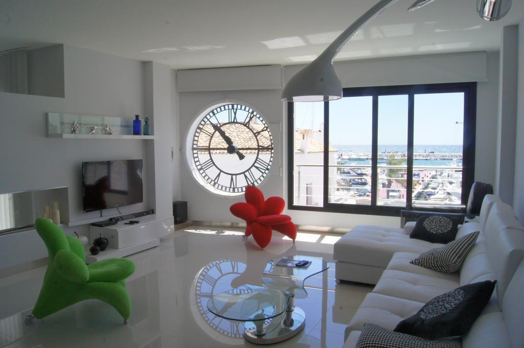 Excellent 2 bedroom apartment on the first line of Puerto Banus, Housing reformed and decorated look,Spain