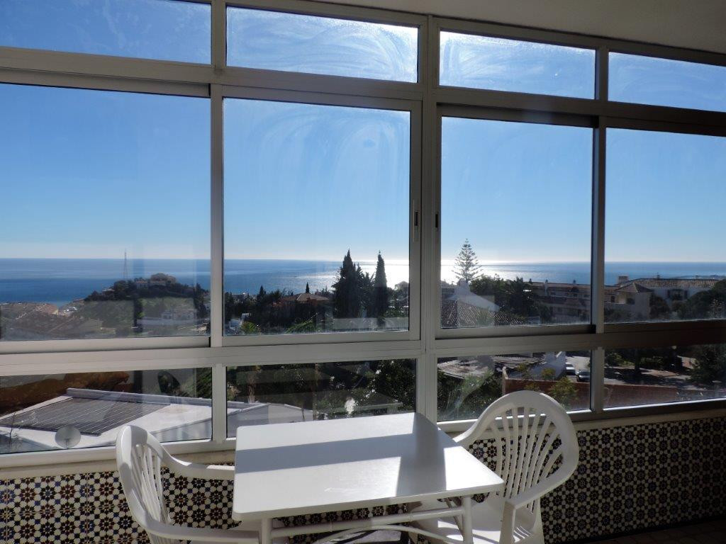 Very good opportunity! Apartment with1 bedroom, 1 bathroom, large living room with exit to the terra,Spain