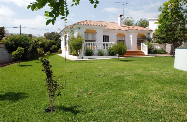 Charming Villa in the Cortijo de Maza urbanization. This bright and spacious one level property is l,Spain
